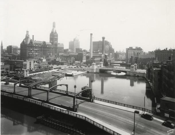 Skyline 1930 - From State & MKE River