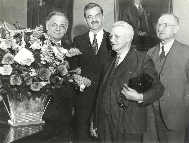 Daniel W. Hoan with an elderly Emil Seidel