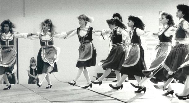 Hellenic Dancers 001